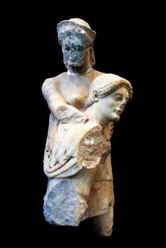 751c3-Eretrie--fronton-du-temple-d-Apollon-Thesee-enlev